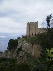 torre de defensa - conjunt monumental de sant sebastià de la guarda a dalt de la costa