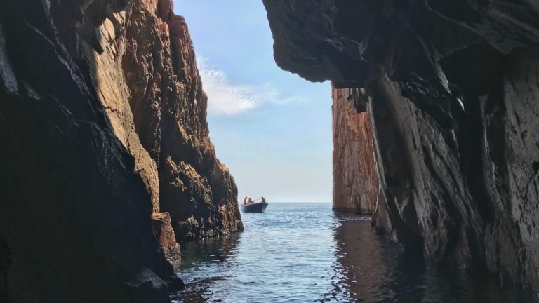 Summer suggestion: coastal excursion by boat or kayak